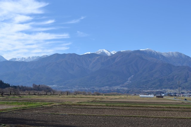 写真:長野県伊那市から望む中央アルプス
